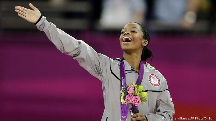 UK US-Turn-Olympiasiegerin Gabrielle Douglas (picture-alliance/AP Photo/G. Bull)