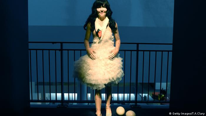 Björk wearing a tulle dress that looks like a swan (Getty Images/T.A.Clary)
