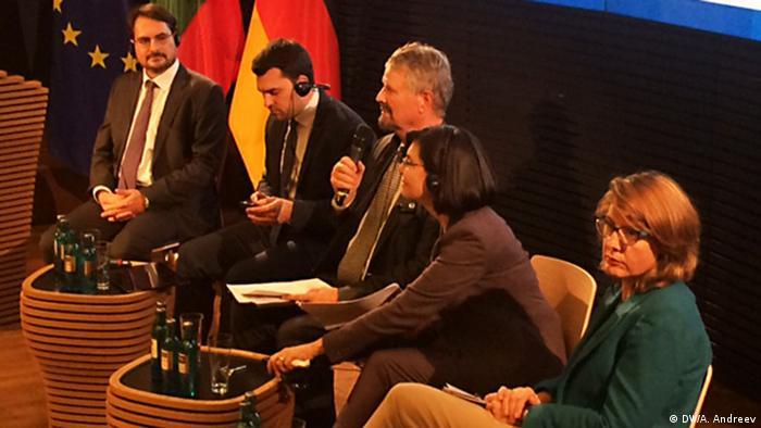 Някои от участниците в конференцията: Даниел Смилов, Георги Георгиев, Гернот Ерлер, Меглена Кунева