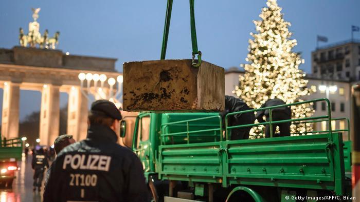Deutschland Sicherheit auf Weihnachtsmärkten | Berlin ARCHIV (Getty Images/AFP/C. Bilan )