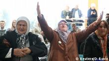 Bosnien Herzegowina eine bosnische Frau reagiert auf das Urteil von Ratko Mladic in Den Haag