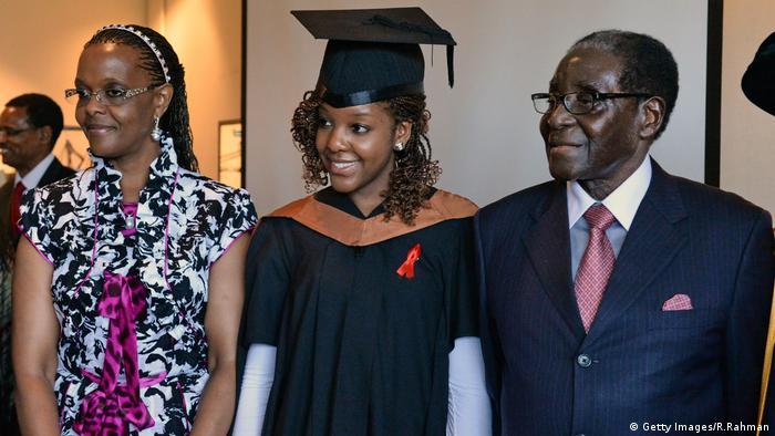 Robert Mugabe und Grace Mugabe mit ihrer Tochter (Getty Images/R.Rahman)