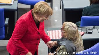 Angela Merkel and Claudia Roth (picture-alliance/dpa/S. Stein)