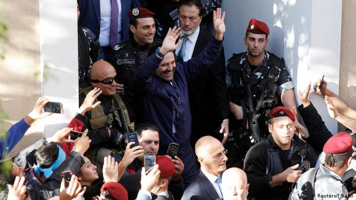 Saad al-Hariri mit seinen Anhängern in Beirut (Reuters/J.Saidi)