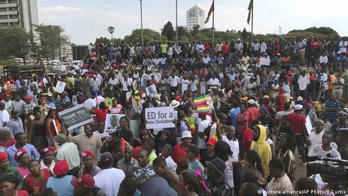 Simbabwe Harare Emmerson Mnangagwa (picture-alliance/AP Photo/B.Curtis)