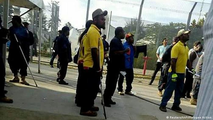 Papua-Neuginea Manus Insel Polizei dringt in australisches Flüchtlingslager ein (Reuters/AAP//Refugee Action)
