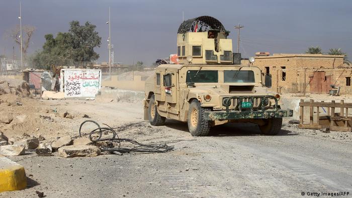 Las fuerzas iraquíes lanzaron hoy la segunda fase de una ofensiva para limpiar zonas desérticas iraquíes, fronterizas con Siria, del grupo yihadista Estado Islámico (EI). El primer ministro iraquí, Haidar al Abadi, adujo el 21 de noviembre que pronto anunciarán el final de las operaciones militares en el desierto occidental. (23.11.2017).
