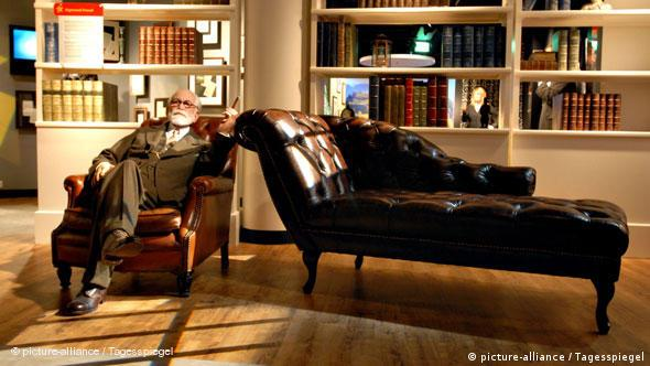 Wax figure cabinet of Madame Tussauds in Berlin, portraying Sigmund Freud by his couch (Photo: Mike Wolff)