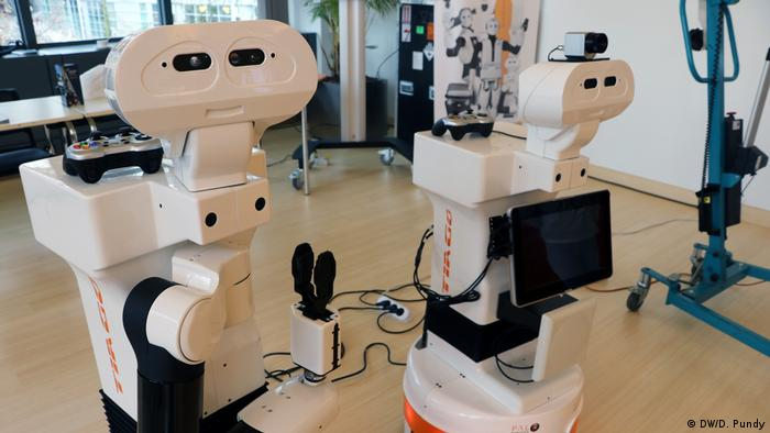 Brüssel - EU Robotics Week: Zwei Exemplare des Roboters Tiago