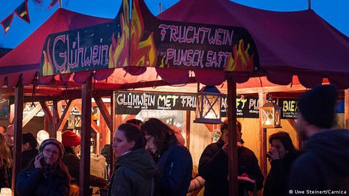 Deutschland Historischer Weihnachtsmarkt auf dem RAW-Gelände in Berlin (Uwe Steinert/Carnica)