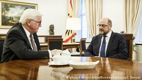 زعيم الاشتراكيين مارتن شولتس عند لقاءه الرئيس الألماني