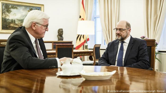 Deutschland Schloss Bellevue Gespräch zu Koalitionsverhandlungen SPD Martin Schulz (picture-alliance/dpa/Bundesregierung/J. Denzel)