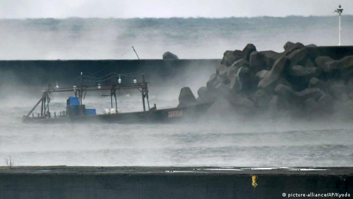 Japan gestrandetes Boot aus Nordkorea (picture-alliance/AP/Kyodo)