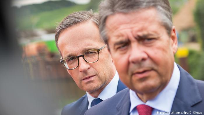 Heiko Maas und Sigmar Gabriel (picture-alliance/dpa/O. Dietze)