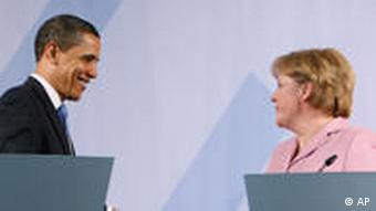 Chancellor Merkel and US President Barack Obama shake hands