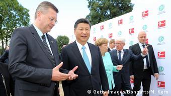 Deutschland Berlin Reinhard Grindel und Xi Jinping (Getty Images/Bongarts/M. Kern)