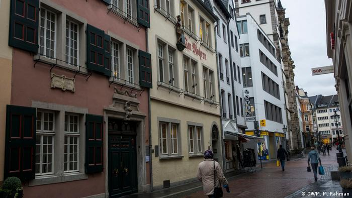 Beethoven House in Bonn with its pink facade (DW/M. M. Rahman)