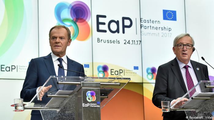 Дональд Туск (справа) и Жан-Клод Юнкер на саммите Восточного партнерства в Брюсселе