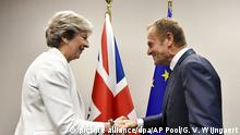 Belgien Theresa May und Donald Tusk (picture alliance/dpa/AP Pool/G. V. Wijngaert)