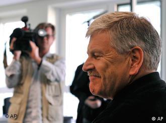 A cameraman films Udo Voigt entering the Berlin court building.