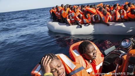 Διασώζοντας πρόσφυγες στη Μεσόγειο