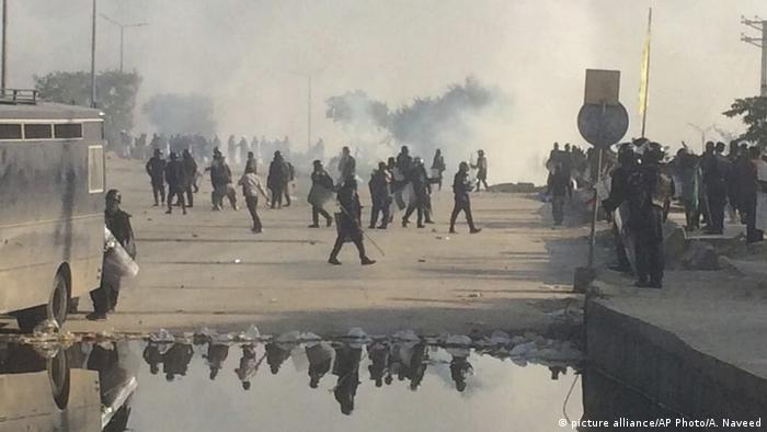 Pakistan Islamabad Polizei Islamisten Sit-in (picture alliance/AP Photo/A. Naveed)