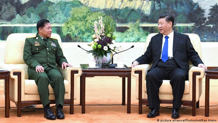 Chinese President Xi Jinping (R) meets with Myanmar's Commander-in-Chief of Defense Services Sen-Gen Min Aung Hlaing in Beijing on November 24, 2017