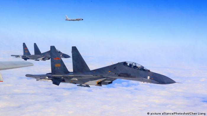 Kampfjets der chinesischen Armee (picture alliance/Photoshot/Chen Liang)