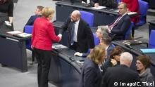 Merkel Schulz Handschlag Bundestag