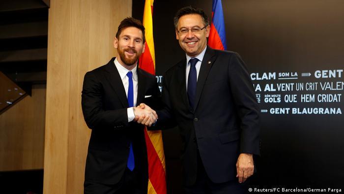Fußball Vertragsunterzeichnung mit FC Barcelona Lionel Messi (Reuters/FC Barcelona/German Parga)