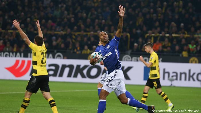 Naldo na partida histórica de 2017, em que o Schalke buscou o 4 a 4 contra Dortmund