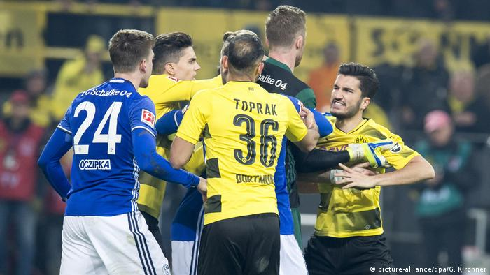 Dortmund and Schalke players scuffle after the game (picture-alliance/dpa/G. Kirchner)