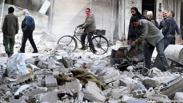 Luftangriffe in Ostghuta Ostghouta (picture-alliance/abaca)