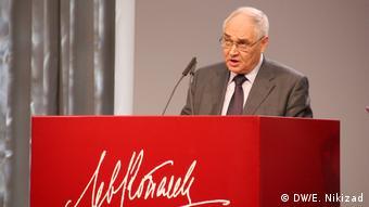 Lev Gudkov winning the Lev Kopelev Prize on November 26 in Cologne