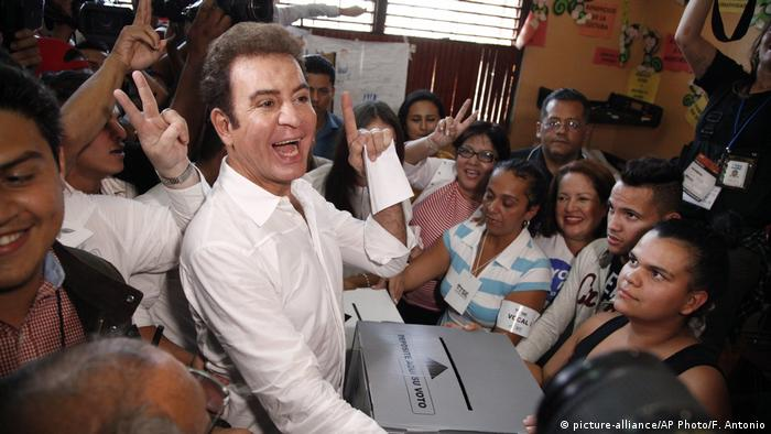 Honduras Wahlen Kandidat Salvador Nasralla (picture-alliance/AP Photo/F. Antonio)