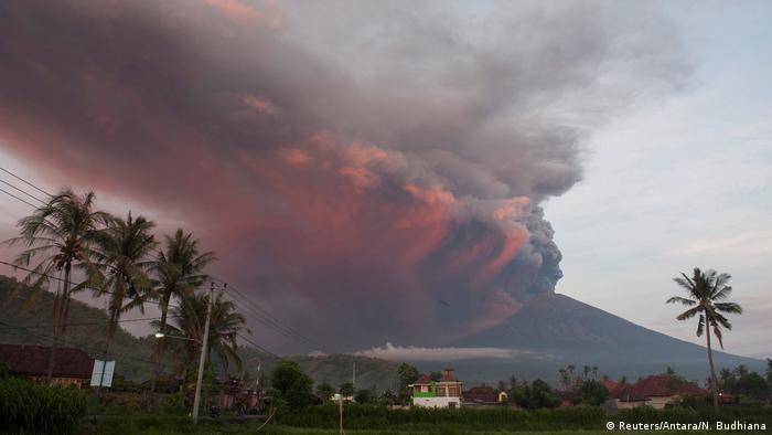 Извержение Анунга