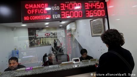 Τουρκία: Στα ύψη ο πληθωρισμός, στα βάθη η λίρα
