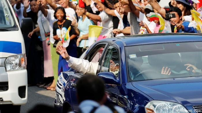 Myanmar Ankunft Papst Franziskus (Reuters/J. Silva)