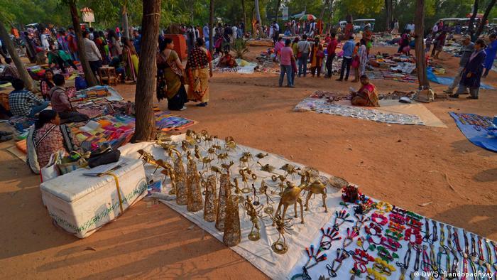 Indien Shantiniketan Khowai Haat (DW/S. Bandopadhyay)