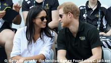 25.09.2017****TORONTO, ON - SEPTEMBER 25: Prince Harry (R) and Meghan Markle (L) attend a Wheelchair Tennis match during the Invictus Games 2017 at Nathan Philips Square on September 25, 2017 in Toronto, Canada (Photo by Chris Jackson/Getty Images for the Invictus Games Foundation )