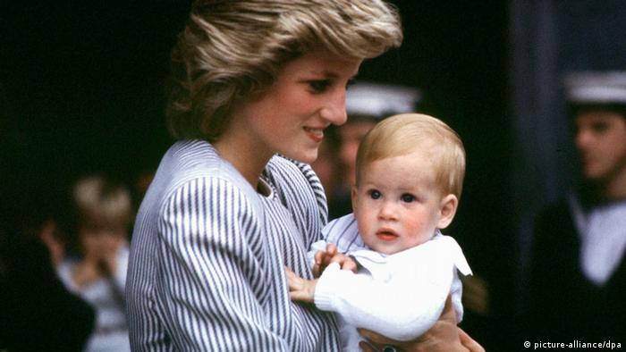 Lady Diana und Prinz Harry (picture-alliance/dpa)