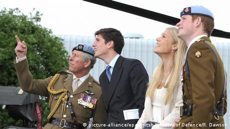 Prinz Harry besteht Pilotenschein (picture-alliance/epa/Britsh Ministry of Defence/R. Dawson)