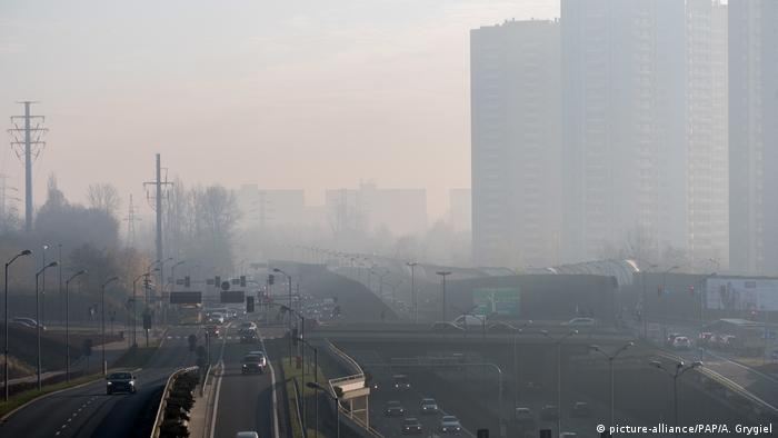 Smog obscures the view in Katowice (picture-alliance/PAP/A. Grygiel)
