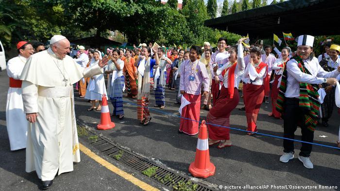 Myanmar Papst Franziskus (picture-alliance/AP Photo/L'Osservatore Romano)