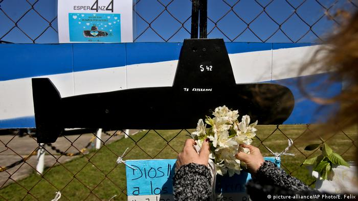Argentinien Gedenken an vermisstes U-Boot ARA San Juan am Naval Base in Mar del Plata (picture-alliance/AP Photo/E. Felix)