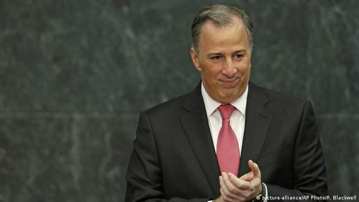 Mexiko Finanzminister Meade tritt zurück (picture-alliance/AP Photo/R. Blackwell)