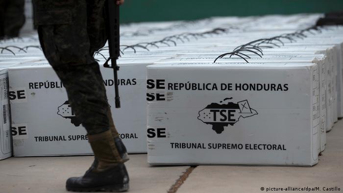 Honduras Wahlunterlagen in einem Wahllokal in Tegucigalpa (picture-alliance/dpa/M. Castillo)