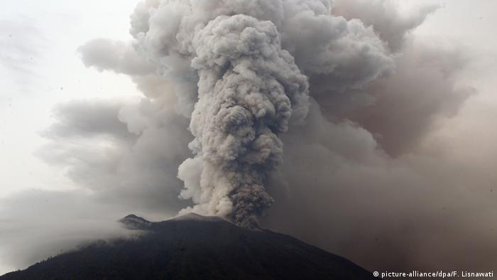 Indonesien Vulkan Agung (picture-alliance/dpa/F. Lisnawati)