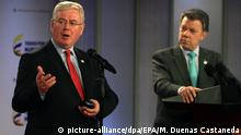 11.11.2015 epa05021109 European Union Special Envoy for Colombia's Peace, former Irish Deputyprime minister Eamon Gilmore (L), talks next to Colombia President, Juan Manuel Santos (R), during a public statement at Casa de Narino Presidential Palace, Bogota, Colombia, 11 November 2015. Gilmore confirmed the Community support for the peace negotiation model of the South American country, he said, that there's 'no recipe' to end a conflict. EPA/MAURICIO DUENAS CASTANEDA  