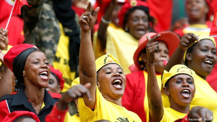 Supporters at the inauguration of President Uhuru Kenyatta (Reuters/T. Mukoya)